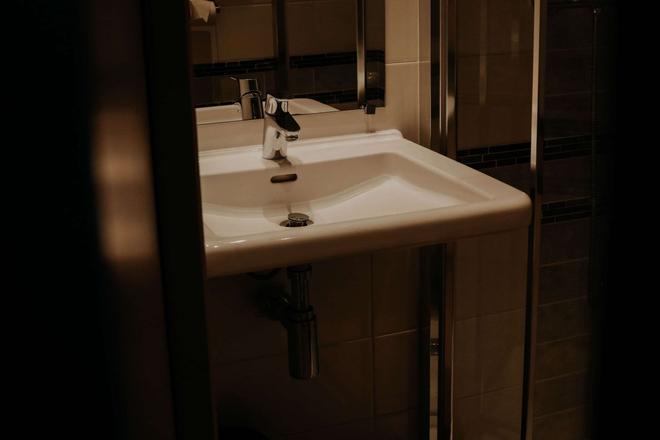 兰斯中心水晶酒店 - 兰斯 - 浴室