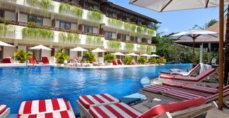 巴厘岛海风度假温泉酒店 - 库塔 - 游泳池