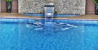 安卡拉假日酒店 - 楚库兰巴尔 - 安卡拉 - 游泳池