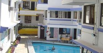 阿洛假日度假酒店 - 卡兰古特 - 游泳池
