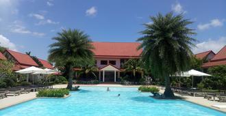 阿尔莫尼亚乡村Spa度假酒店 - 春蓬 - 游泳池