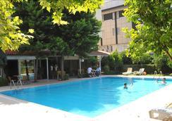 安芙拉酒店 - 贝莱克 - 游泳池