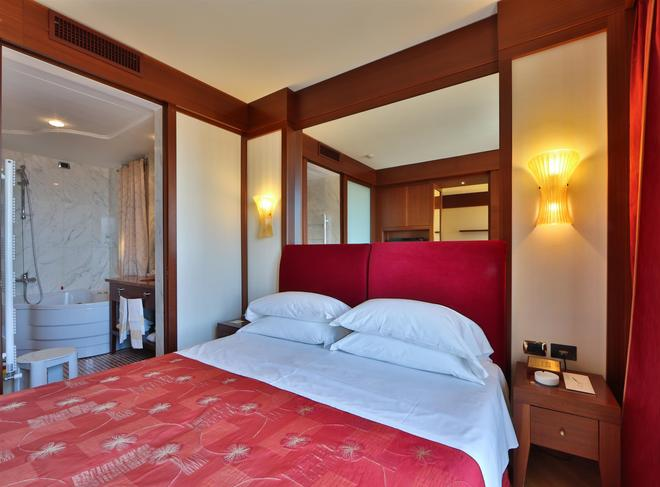 那锡那里贝斯特韦斯特酒店 - 圣雷莫 - 睡房