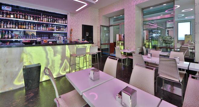 那锡那里贝斯特韦斯特酒店 - 圣雷莫 - 酒吧