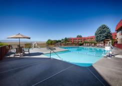 彭德尔顿红狮酒店 - 彭德尔顿 - 游泳池
