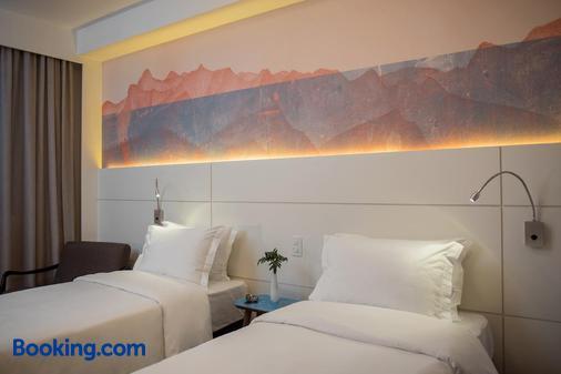 西达德拜萨城际酒店 - 阿雷格里港 - 睡房