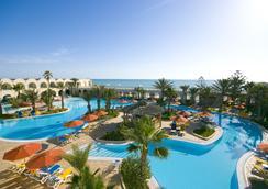 杰尔巴圣提多海滩酒店 - 米多恩 - 游泳池