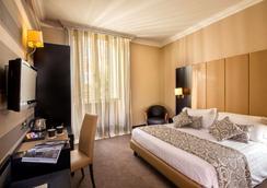罗马萨沃伊酒店 - 罗马 - 睡房