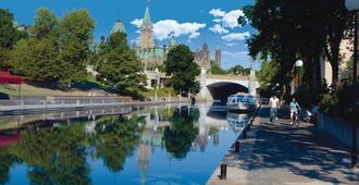 拜沃德蓝酒店 - 渥太华 - 游泳池
