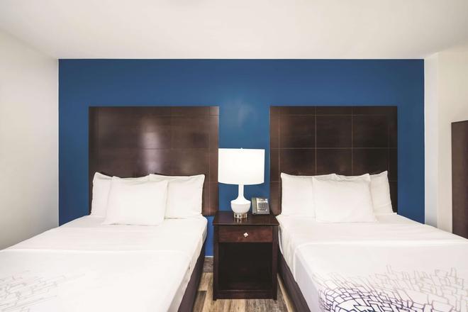 布鲁克林市中心拉奎恩塔套房酒店 - 布鲁克林 - 睡房