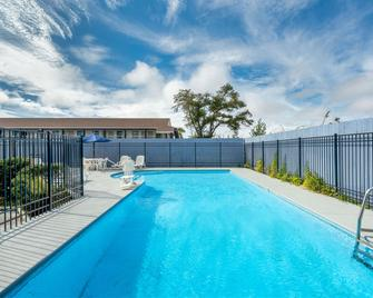 巴拿马市温德姆戴斯酒店 - 巴拿马城 - 游泳池
