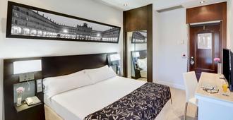 拉斯托雷斯斯考特而酒店 - 萨拉曼卡 - 睡房