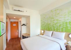 雅加达宰斯特机场酒店 - 当格浪 - 睡房