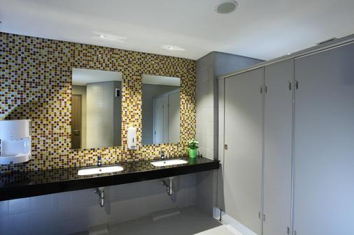 雅加达宰斯特机场酒店 - 当格浪 - 浴室