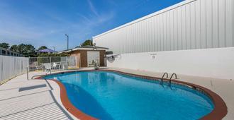 多森6号汽车旅馆 - 多森 - 游泳池