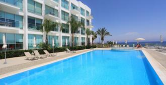 可瑞丽住宅 SPA 度假村 - 普罗塔拉斯 - 游泳池