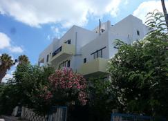 卡洛新尼亚公寓 - 卡达麦纳 - 建筑