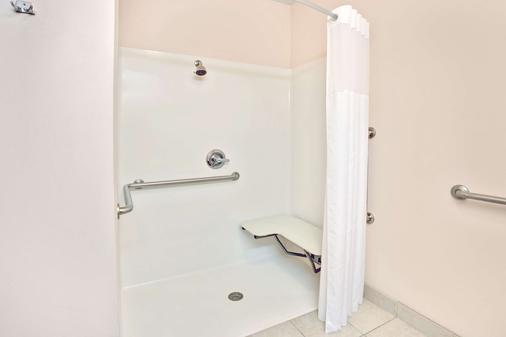 路易斯维尔 - 博览中心速8酒店 - 路易斯威尔 - 浴室