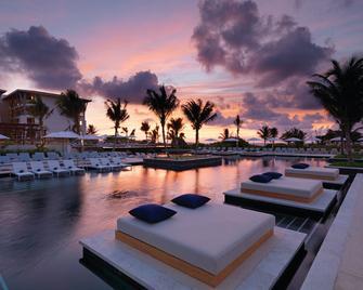 里维埃拉玛雅优尼科20°N 87°W酒店 - 阿文图拉斯港 - 游泳池