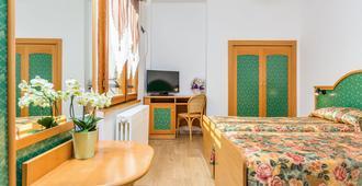 圣莱昂纳多酒店 - 特伦托 - 睡房