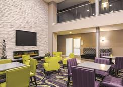 丹佛机场dia温德姆拉昆塔套房酒店 - 丹佛 - 大厅