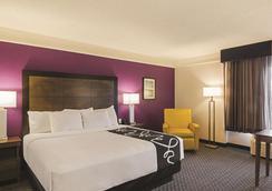 丹佛机场dia温德姆拉昆塔套房酒店 - 丹佛 - 睡房