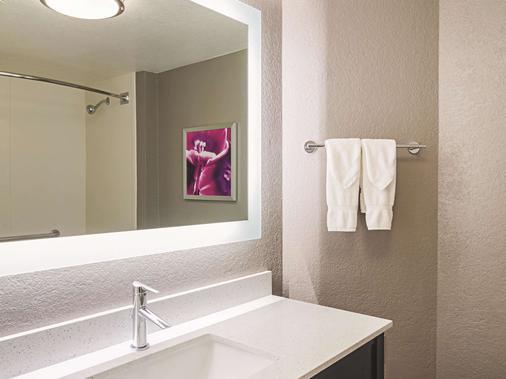 丹佛机场dia温德姆拉昆塔套房酒店 - 丹佛 - 浴室