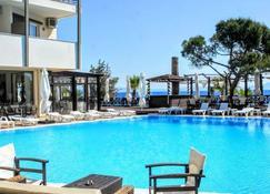玛蒂酒店 - 马蒂 - 游泳池