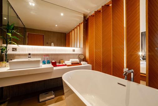 考拉华美达度假村 - 攀牙湾 - 浴室
