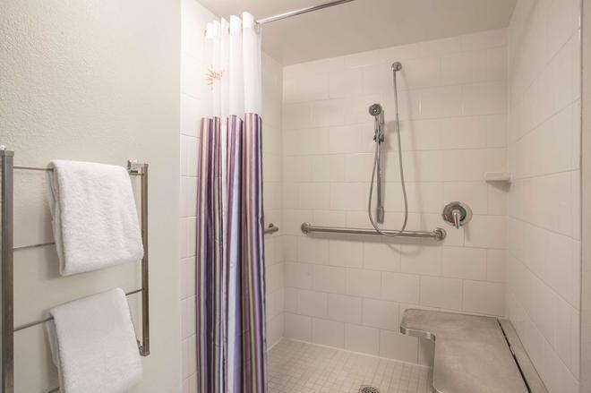 劳德代尔堡塔玛拉克温德姆拉昆塔套房酒店 - 劳德代尔堡 - 浴室