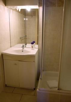 鲁汶大使套房酒店 - 鲁汶 - 浴室