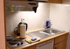 鲁汶大使套房酒店 - 鲁汶 - 厨房
