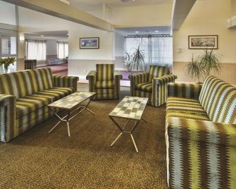 丹伯里拉金塔旅馆及套房酒店 - 丹伯里 - 休息厅