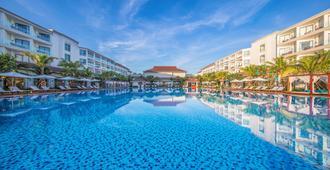 会安芬珍珠度假酒店及Spa - 会安 - 游泳池