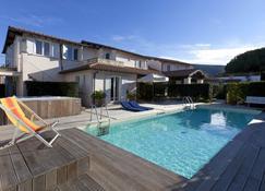 斯梅拉尔多别墅酒店 - 奥尔贝泰洛 - 游泳池
