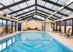 芝加哥夏姆堡凯悦嘉轩酒店 - 绍姆堡 - 游泳池