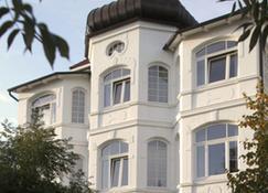 宾兹斯塔德酒店 - 奥茨巴德宾兹 - 建筑