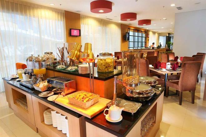 巴厘巴板瑞士博林酒店 - 巴厘巴板 - 自助餐