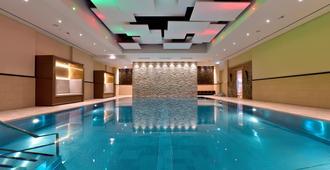 波恩万豪酒店 - 波恩(波昂) - 游泳池