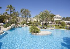 格兰维斯塔水疗集团酒店 - 坎皮卡福特 - 游泳池