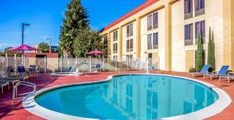 奥克兰机场体育馆拉金塔旅馆及套房 - 奥克兰 - 游泳池