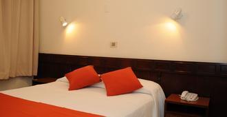 加利福尼亚酒店 - 蒙得维的亚 - 睡房
