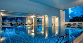 普吉岛佛基拉诺富特酒店 - 普吉岛 - 游泳池