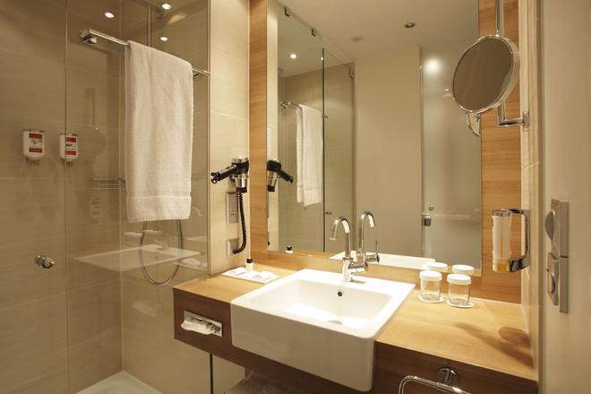 柏林亚历山大广场华美达酒店 - 柏林 - 浴室