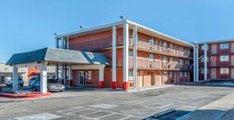 普韦布洛罗德威酒店 - 普韦布洛 - 建筑