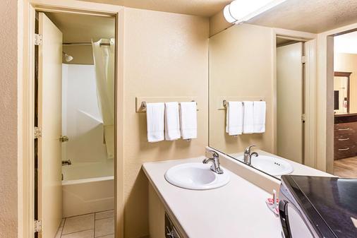 麦卡莱斯特生态酒店 - McAlester - 浴室