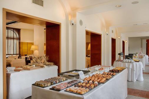 都灵圣斯特凡诺nh酒店 - 都灵 - 自助餐