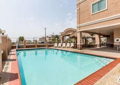加尔维斯顿贝蒙特旅馆&套房酒店 - 加爾維斯敦 - 游泳池