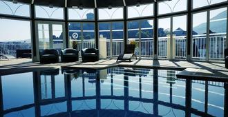 清静酒店 - 卢尔德 - 游泳池