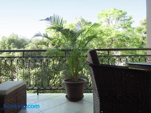 普拉希那公寓及套房酒店 - 内罗毕 - 阳台